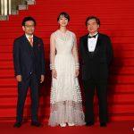 左)真木太郎プロデューサー、中央)のん、右)片渕須直監督